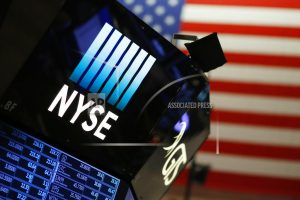 US stocks brush off first wobble of the year to climb again