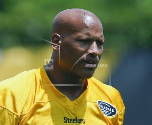 Injured Steelers LB Ryan Shazier attends practice