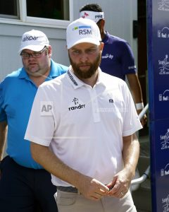 Kirk takes lead, Spieth takes late tumble at Sony Open