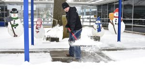 South's slow-motion freeze leaves vexing blanket of snow