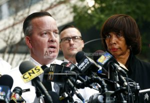 Baltimore mayor replaces police commissioner