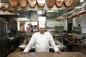 """The Latest: """"Chefs cry in their kitchens' at Bocuse's death"""