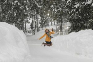 Avalanche prompts Italy hotel evacuation, snow blankets Alps