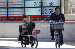 Asian shares mixed on renewed jitters over trade friction