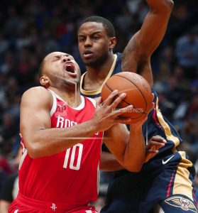 Cousins injures left knee in Pelicans' victory over Rockets