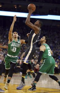 Curry scores 13 points over final 1:42, Warriors beat Boston