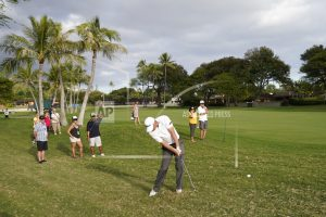 Hoge takes a 1-shot lead on wild day at Waialae