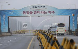 2 Koreas discuss Northern art troupe's visit during Olympics