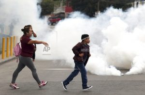 Protesters, police clash at roadblocks in Honduras