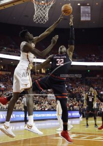 Roach scores 20 as Texas beats No. 8 Texas Tech 67-58