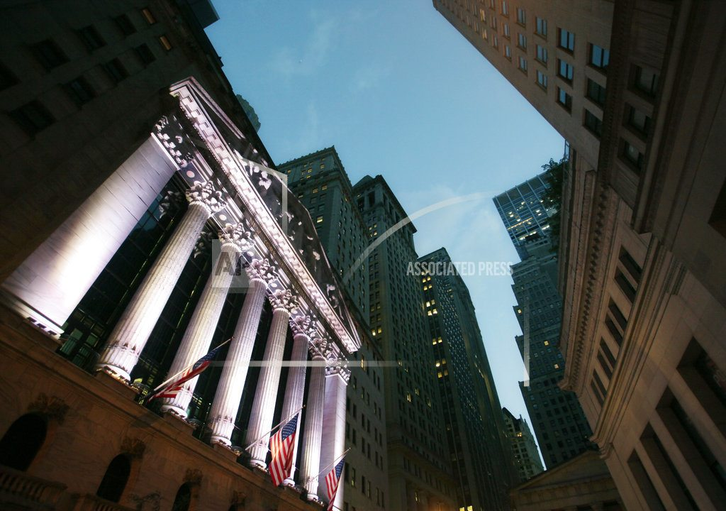 US stocks head mostly lower as early gains fade
