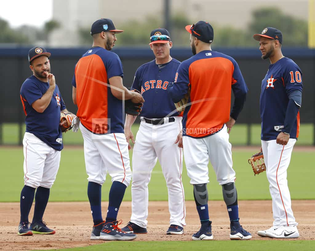 Around the bags: Astros 1B Gurriel out 6 weeks as hand heals