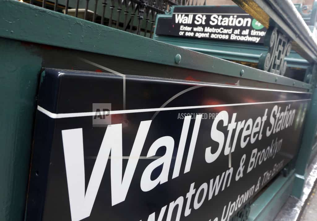 US stocks listless; S&P 500 closing worst month in 2 years