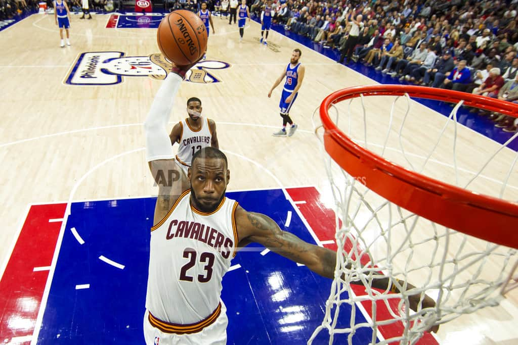 LeBron flattered by Philly fans' free-agency fawning