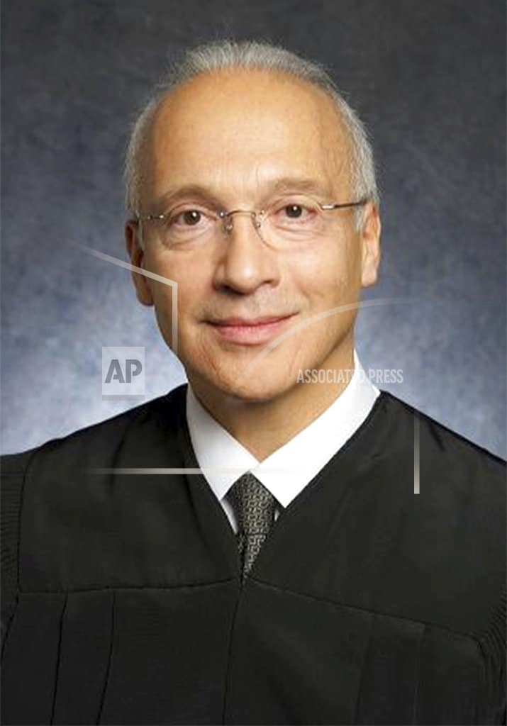 Judge sides with Trump on challenge to Mexico border wall