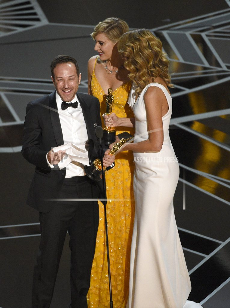 The Oscars' most intimate celebrity moments occur off-camera