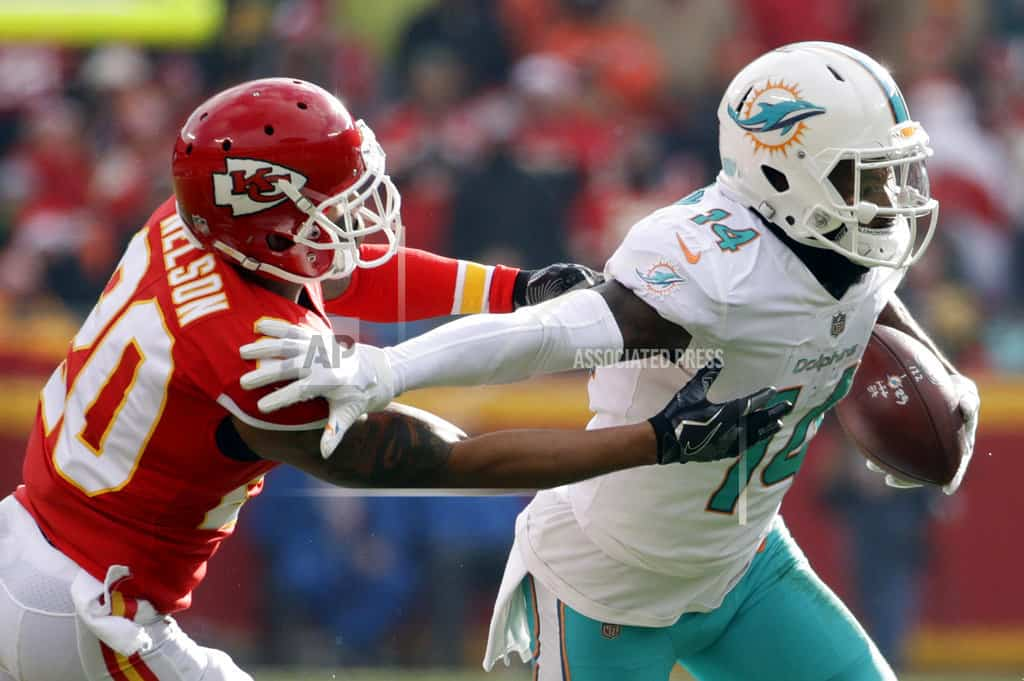 AP sources: Dolphins agree to trade Jarvis Landry to Browns