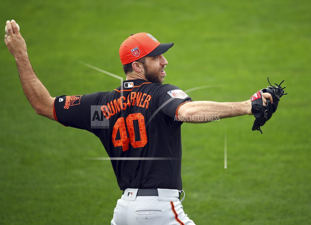Bumgarner breaks pitching hand when hit by liner drive