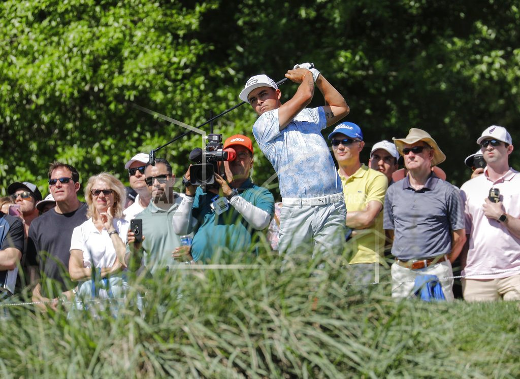 Poulter shares lead in Houston, keeps Masters hopes alive