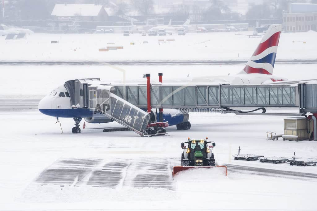 The Latest: Geneva airport shut for 2nd day amid heavy snow