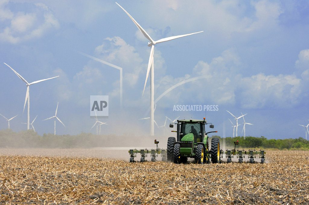 New Mexico regulators OK massive wind farms near Texas