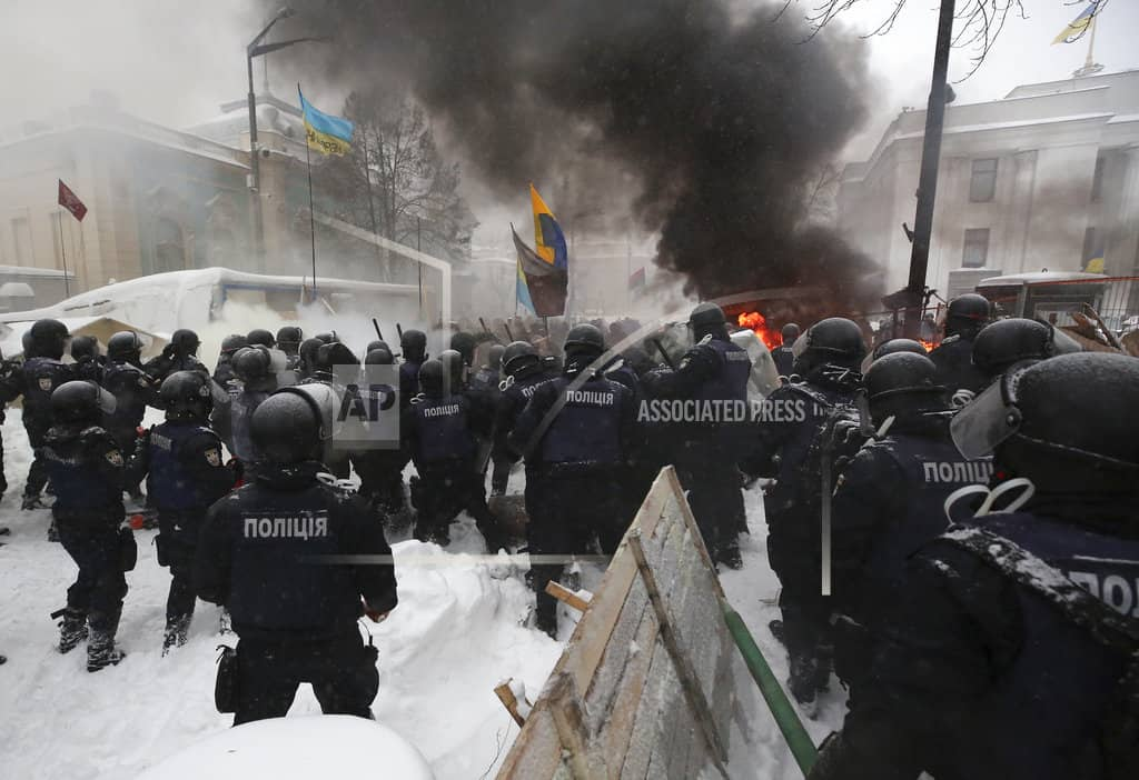 Police, protesters clash in Kiev; 50 detained