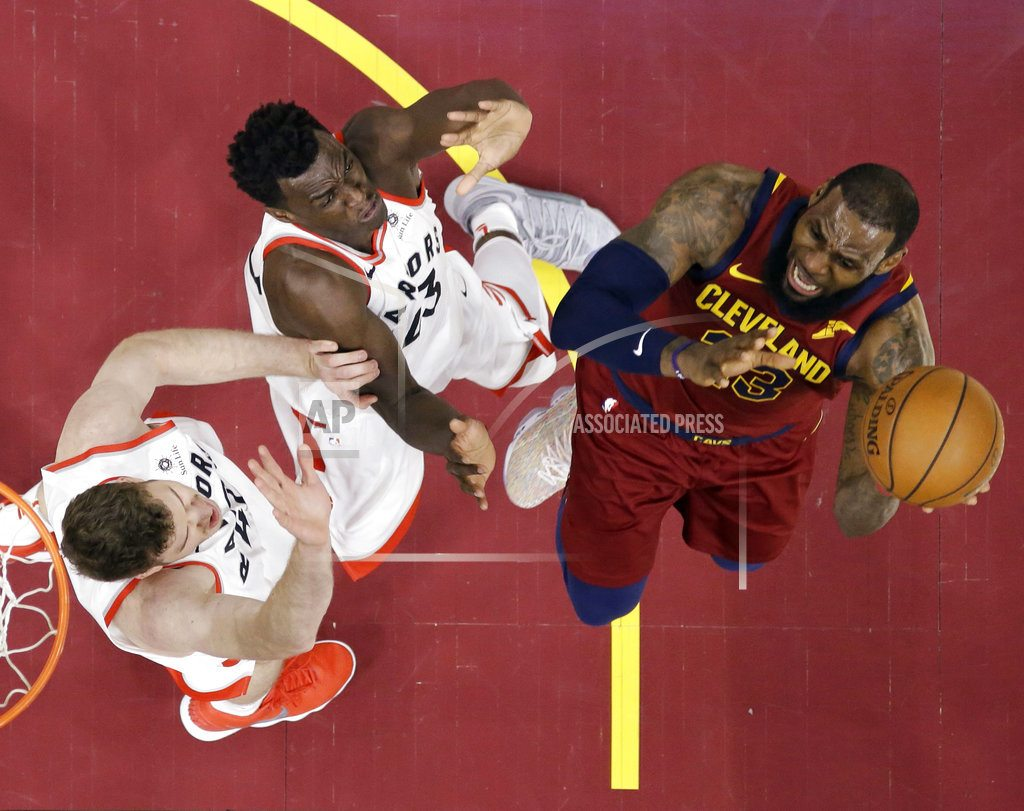 Royal decree: LeBron scores 35, carries Cavs past Raptors