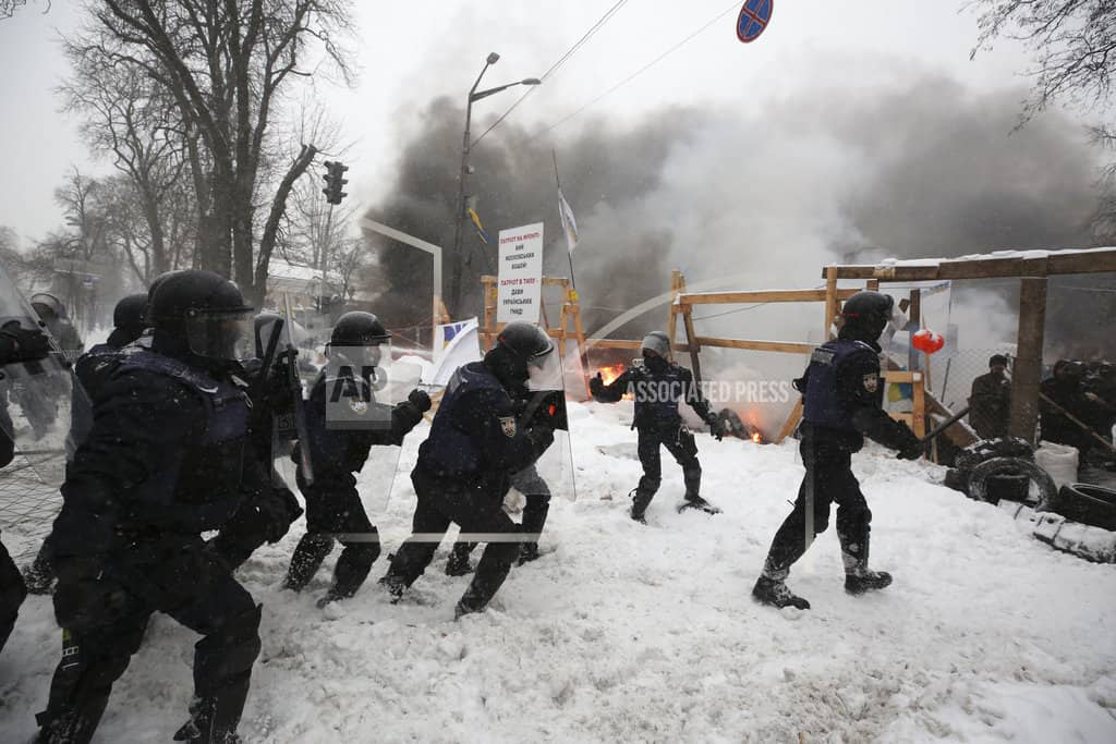 Police, protesters clash at Kiev tent camp; 100 detained
