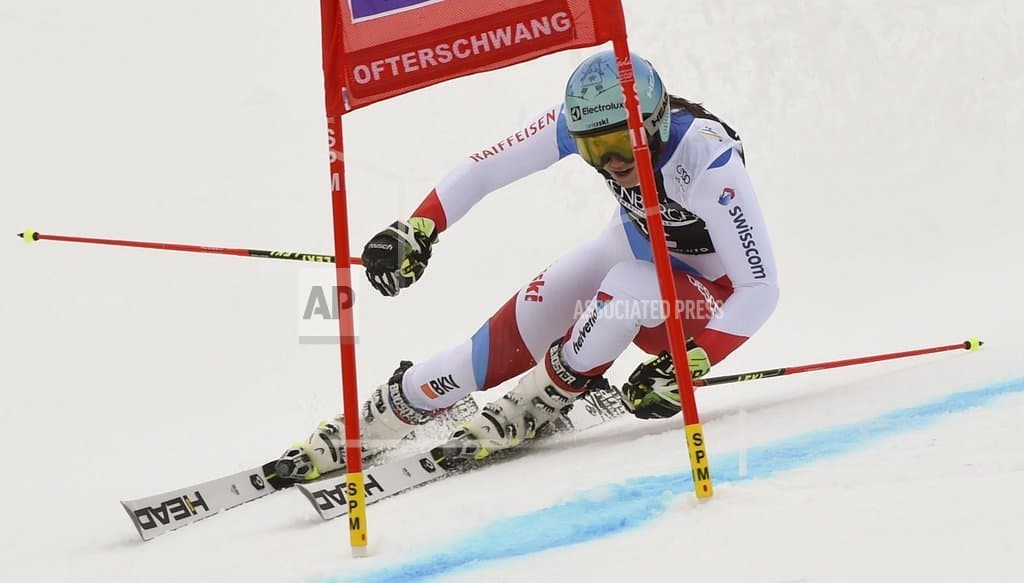 Shiffrin closes in on overall WCup title, Mowinckel leads GS