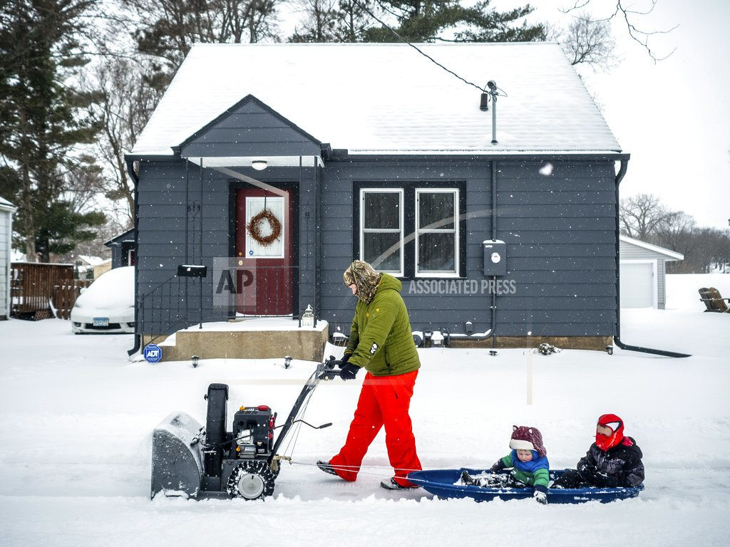 MINNEAPOLIS | Spring storm moves east after blanketing central US in snow