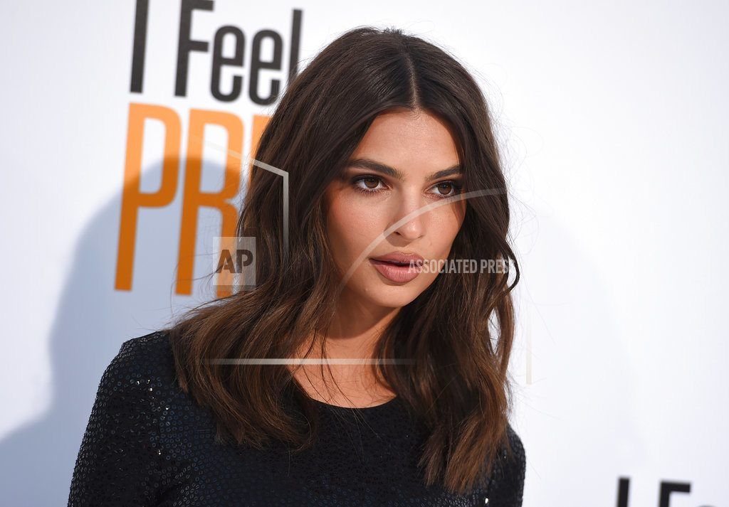 LOS ANGELES | Emily Ratajkowski: Fruit post doesn't mean she's pregnant