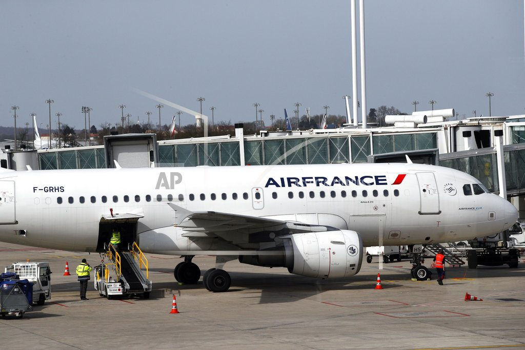 PARIS |  Air France cancels flights as strike over pay continues
