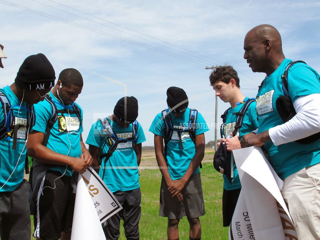 Teens begin Mississippi-to-Memphis march in honor of King