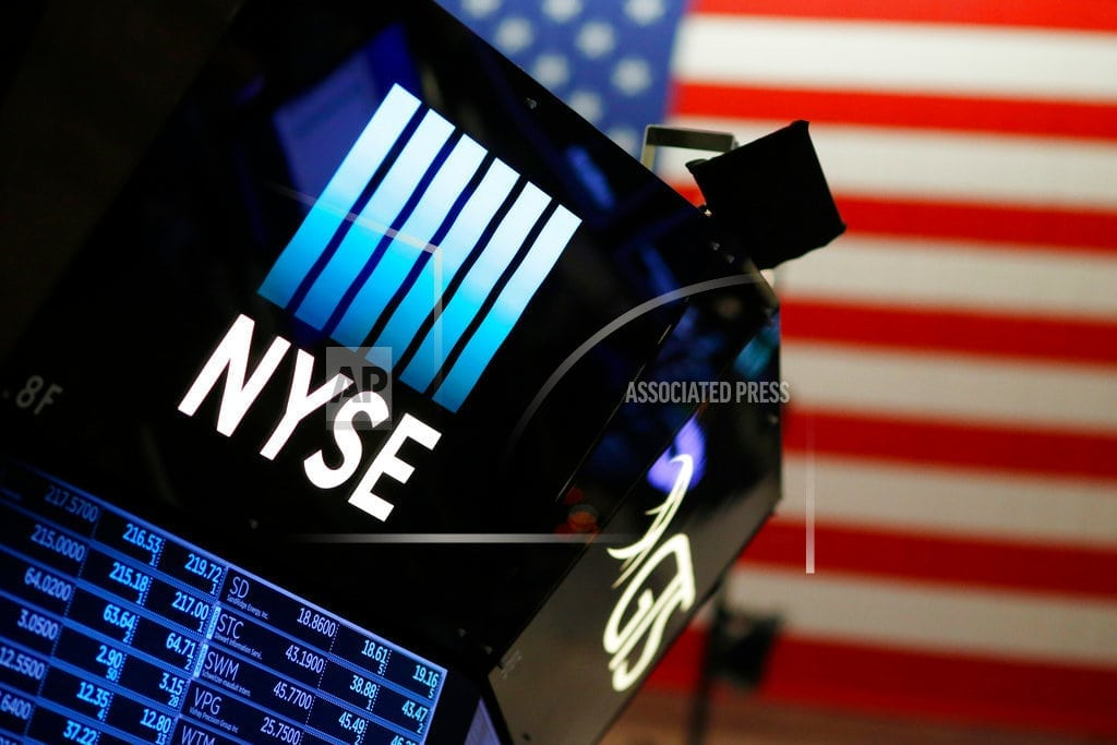 US stocks hold on to an early rally; Oil prices fall