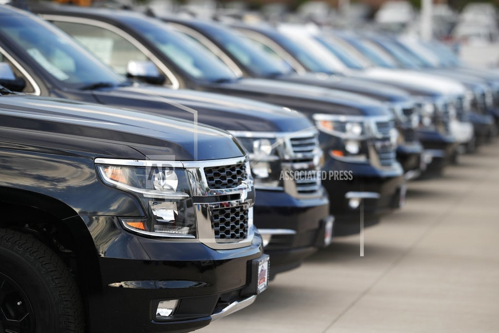 DETROIT | Auto sales rise in 1st half, but analysts warn of turbulence