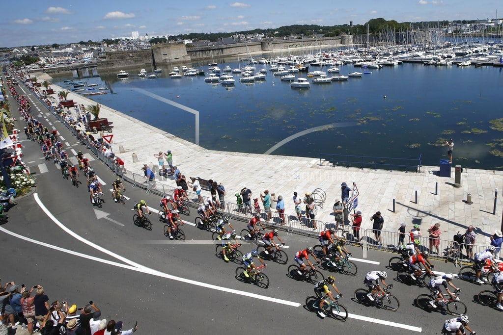 QUIMPER, France | Sagan wins hilly Tour stage as Froome avoids trouble