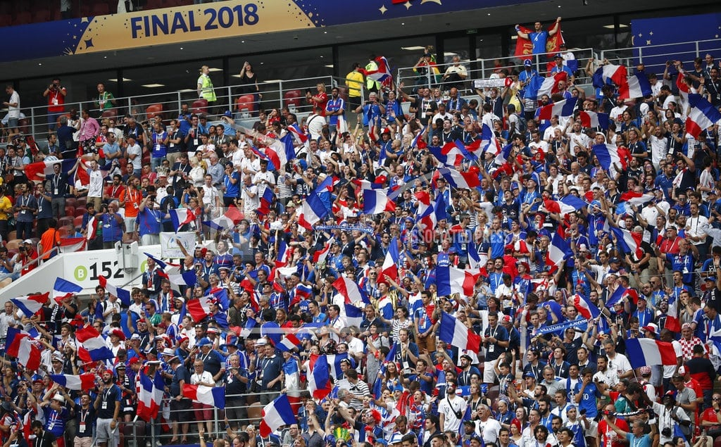 MOSCOW | The Latest: French fans pack World Cup fan zones for final