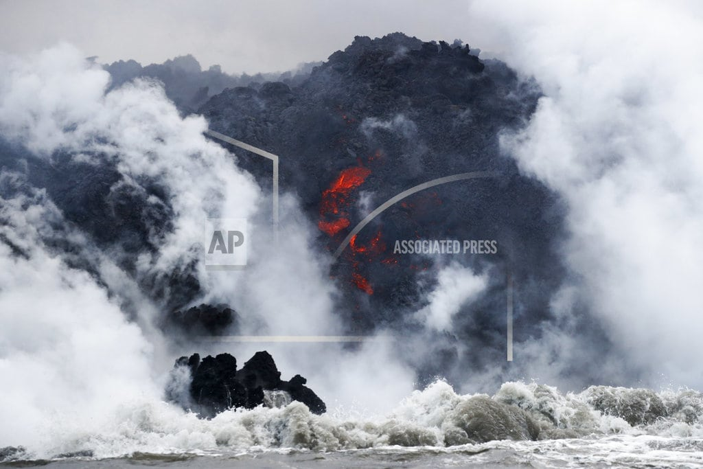 HONOLULU | Lava crashes through roof of Hawaii tour boat, injuring 23