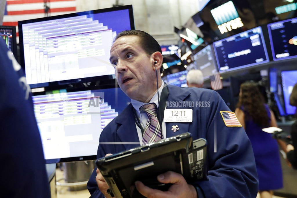 NEW YORK | US stocks edge higher as airlines, railroads and banks jump