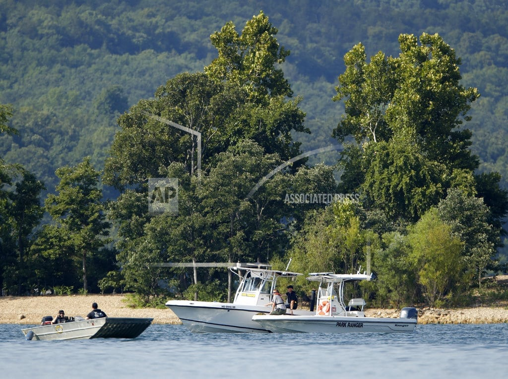 BRANSON, Mo. | The Latest: Authorities work to recover capsized duck boat