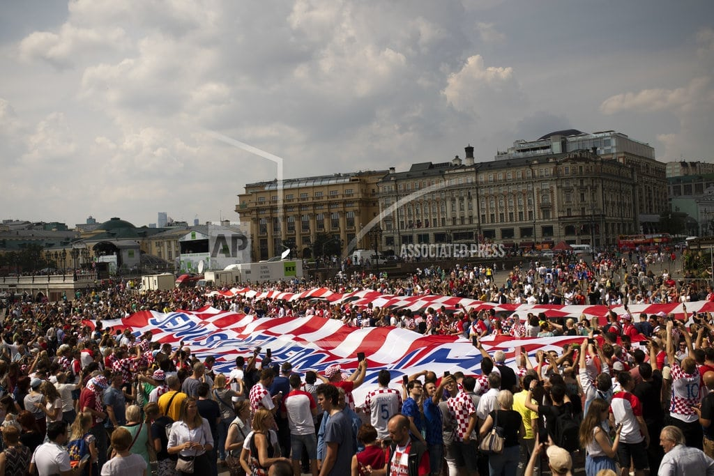 MOSCOW | The Latest: Fans flying flags at World Cup final stadium,