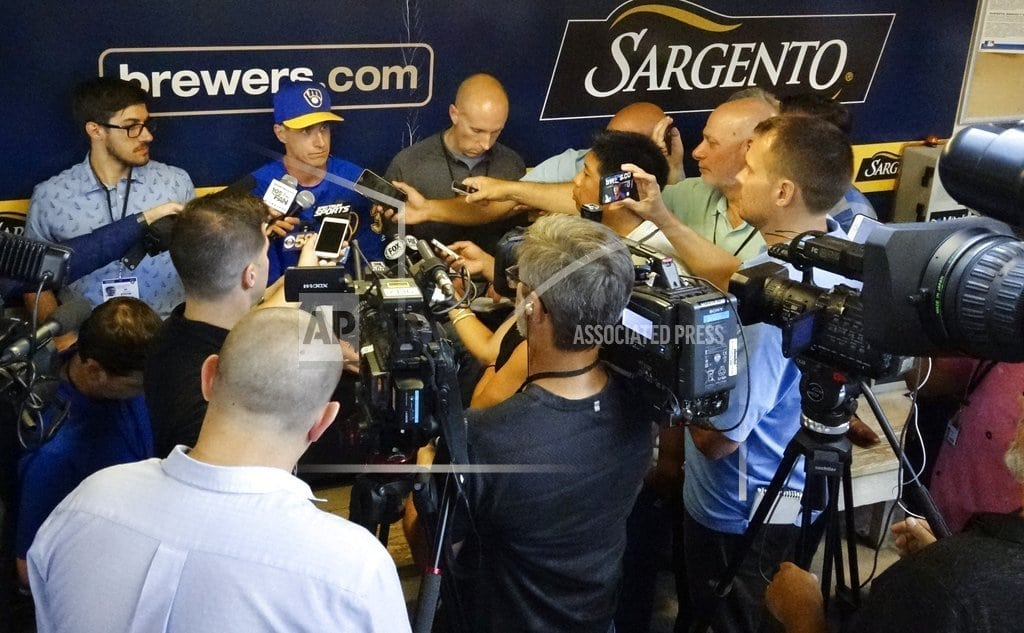 MILWAUKEE| Brewers' Hader apologizes to teammates for racist tweets