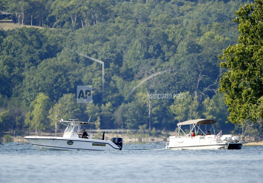 BRANSON, Mo. | The Latest: 300 mourn victims outside tourism boat business