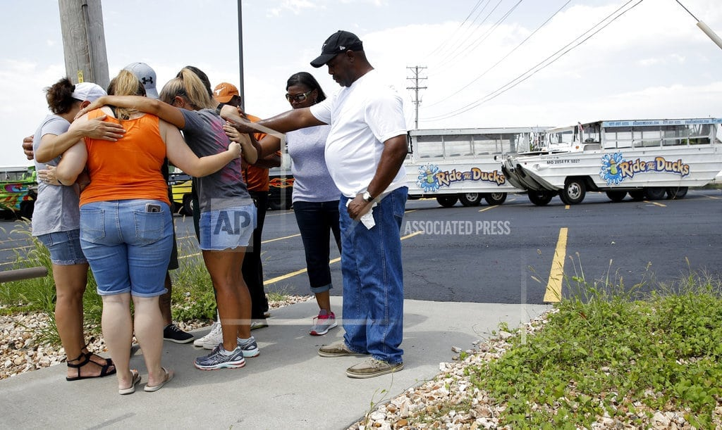 BRANSON, Mo. | Hundreds at vigils mourn victims of Branson boat accident