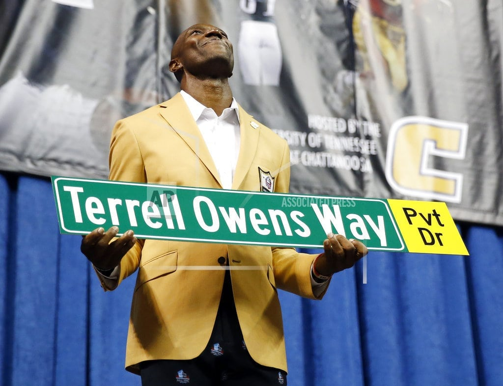 CANTON, Ohio   Lewis urges togetherness and love in Hall of Fame speech
