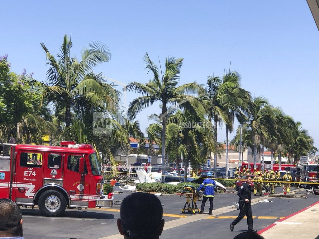 SANTA ANA, Calif | 5 killed when small plane crashes in California parking lot