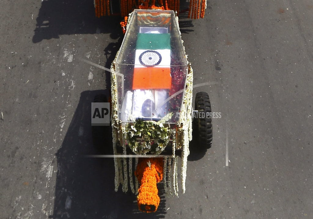 NEW DELHI | Indians pay homage to former PM Vajpayee before cremation