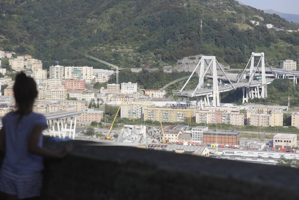 GENOA, Italy| The Latest: Italy buries its Genoa dead as emotions surge