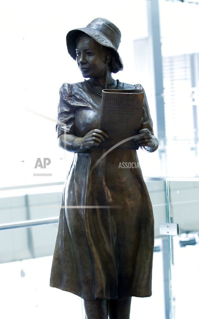 WASHINGTON | First black female White House reporter gets Newseum statue