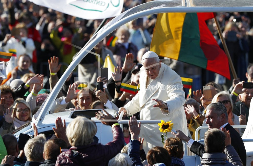 KAUNAS, Lithuania | Pope honors victims of Soviet and Nazi crimes in Baltics